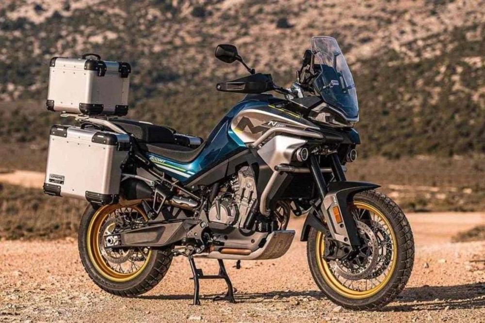Мотоцикл CFMoto 800MT представили в Китае