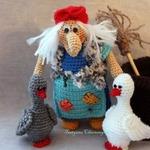 Баба Яга с метлой и ступой из акриловой пряжи — МК