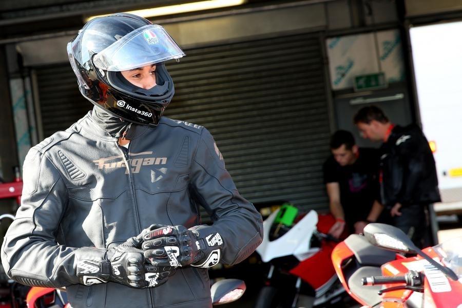 Новый закон в Испании обязует экипироваться перчатками
