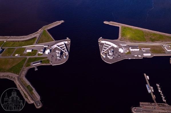 Аэросъемка с квадрокоптера. Часть дамбы по пути из Кроншт...