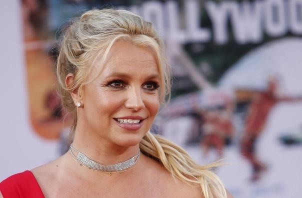«Мне было ее очень жаль»: Джастин Лонг рассказал о совместных съемках с Бритни Спирс