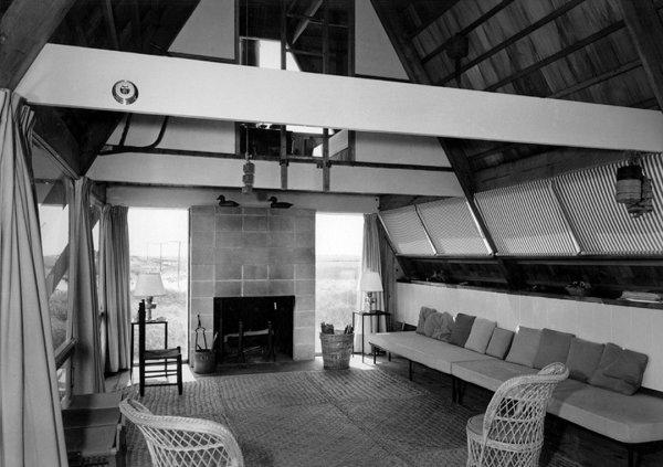 Интерьер дома Риз. Бриджхэмптон, Нью-Йорк, 1955–57. Фото Эндрю Геллера Архив