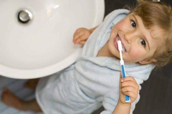 Почему необходимо чистить зубы перед сном