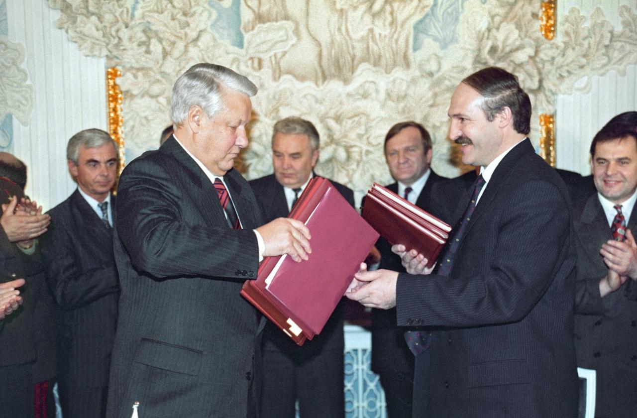 Лукашенко и Ельцин на подписании договора о Союзном государстве