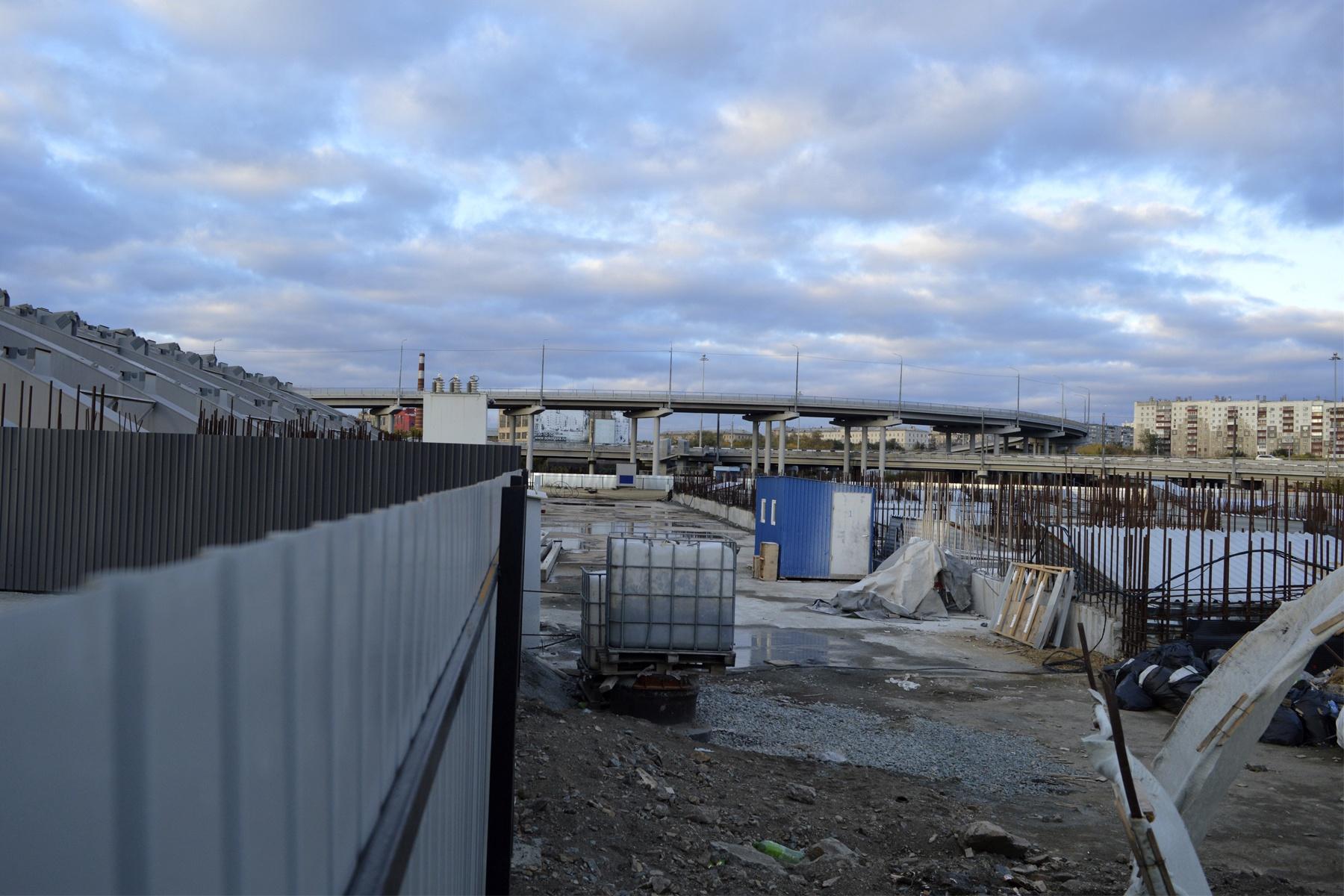 Новый благоустроенный участок набережной в историческом центре Челябинска.