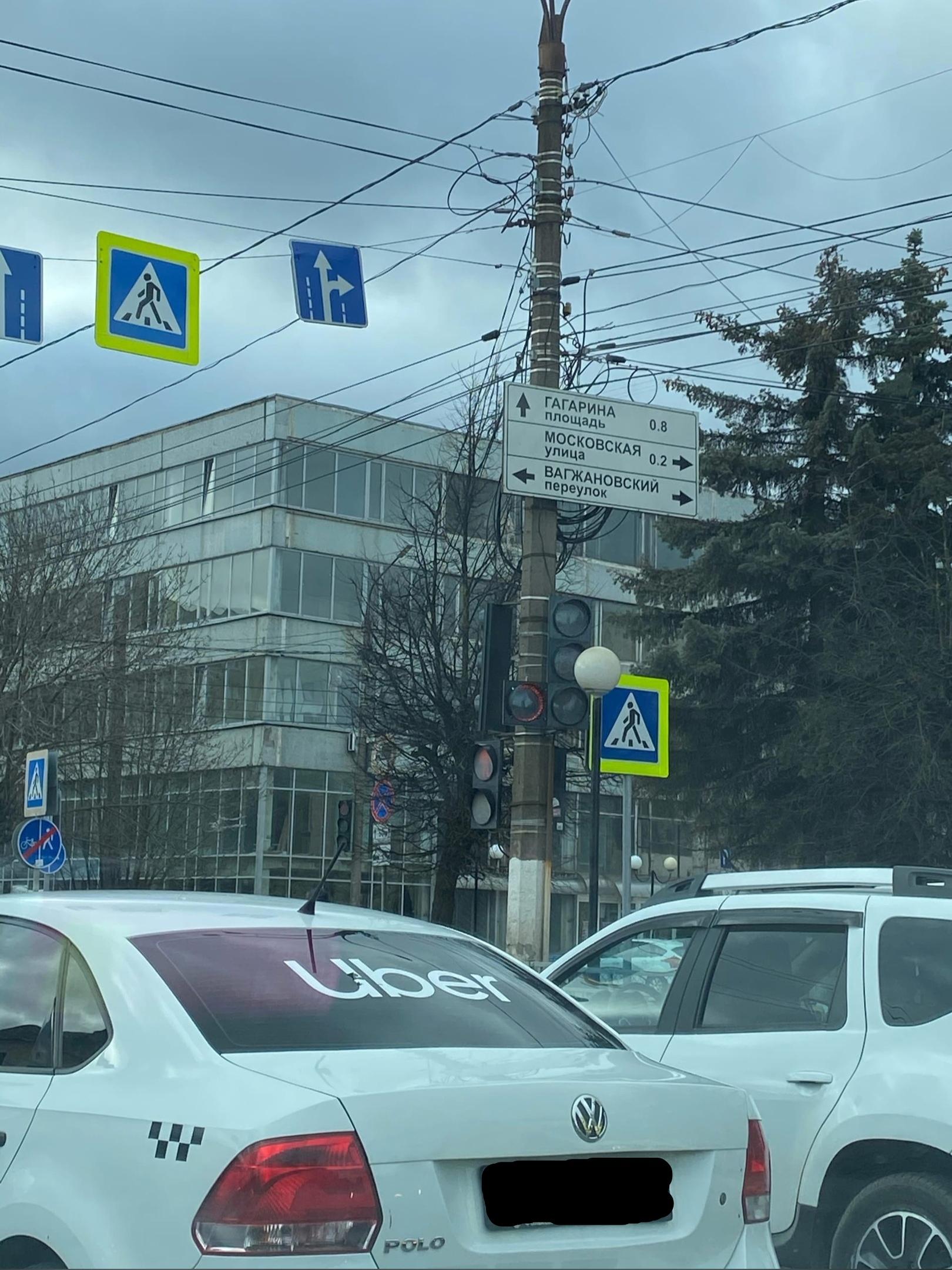 Дополнительную секцию светофора добавили на улице Твери
