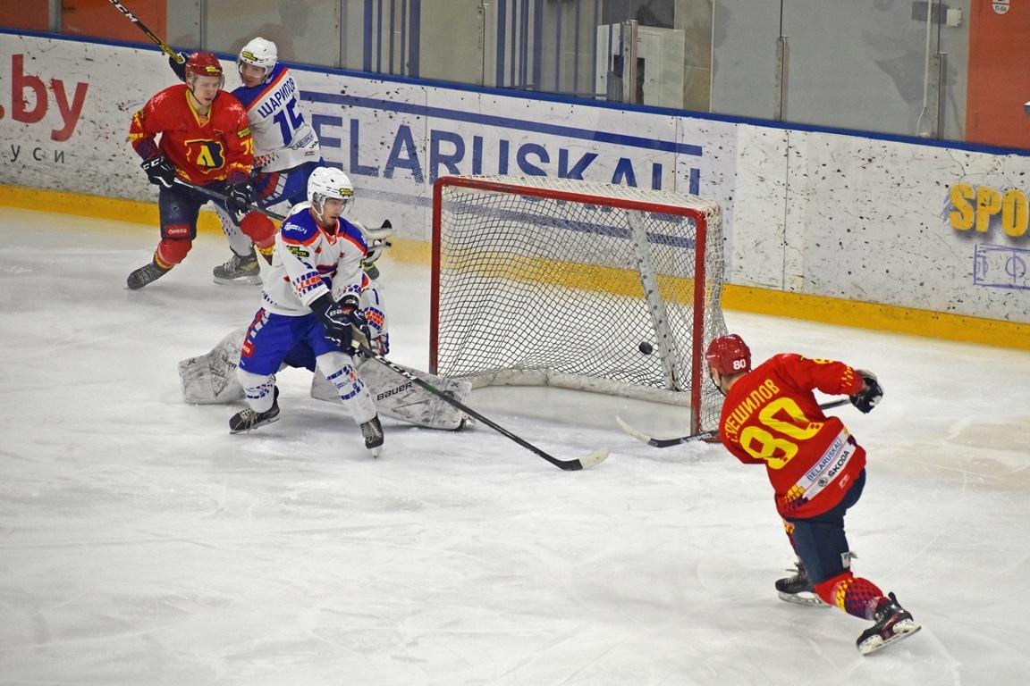 Хоккейный  клуб «Лида» по буллитам уступил «Локомотиву» из Орши.