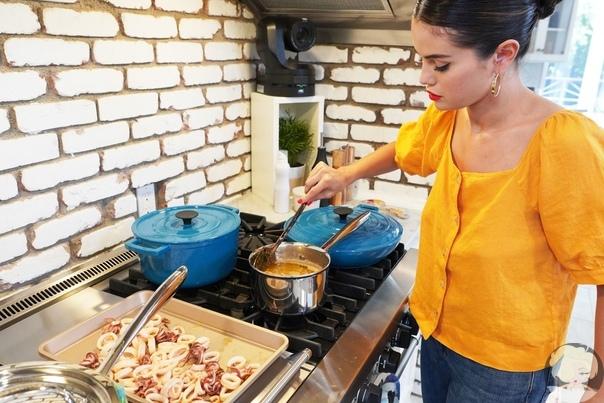 Селена Гомес объявила о выходе 2 сезона своего кулинарного шоу