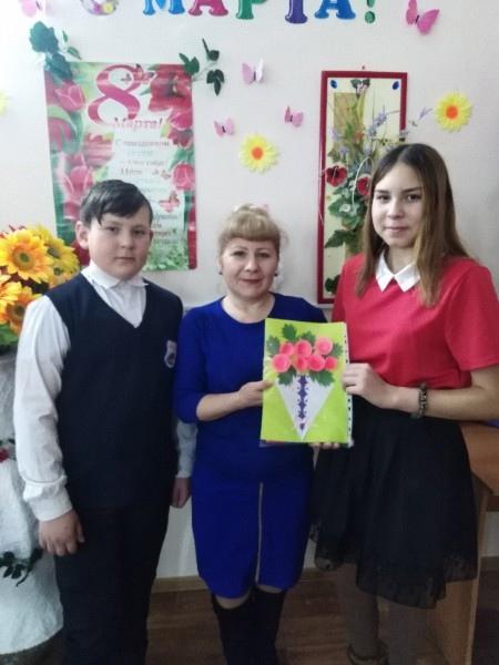 Ученики 7 класса поздравляют Карягину Л.Г.