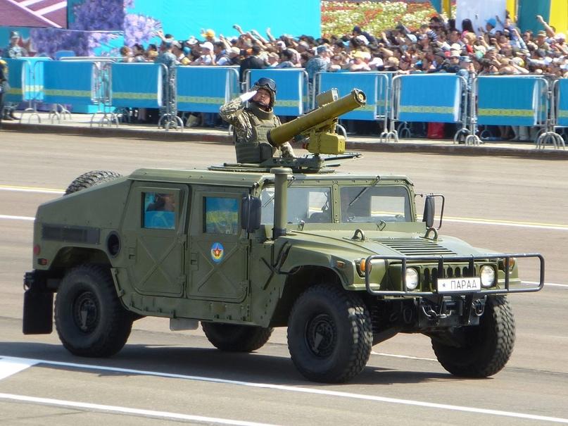Многоцелевые автомашины HMMWV армии Казахстана