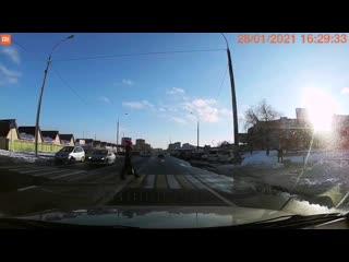 В Бресте водитель не пропустил пешехода на глазах у сотрудников ГАИ
