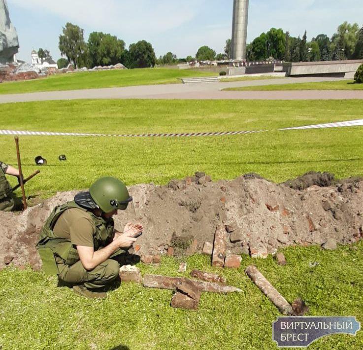 Арсенал боеприпасов нашли у Холмских ворот Брестской крепости