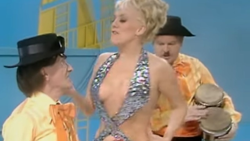 Benny Hill La charmante chanteuse espagnole