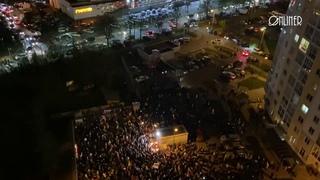 Люди собрались на площади Перемен почтить память погибшего Романа Бондаренко