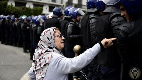 «Правило 3,5%» Это может показаться удивительным, но в борьбе с диктатурой или авторитарным правлением мирные протесты вдвое эффективнее, чем любые насильственные действия. Причем решающую роль