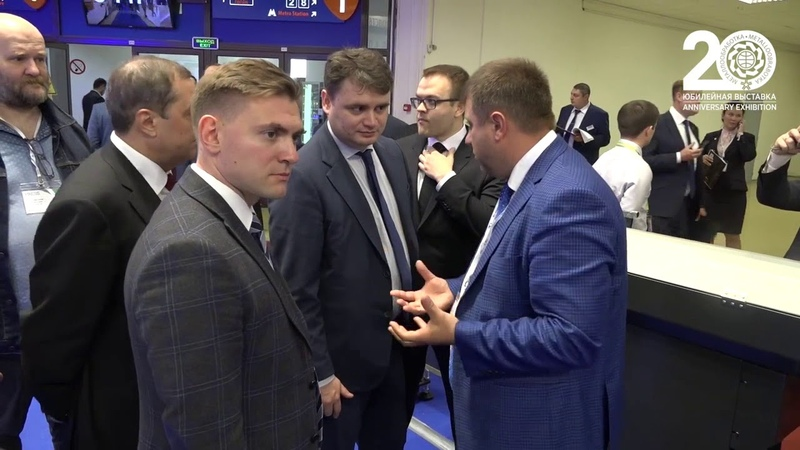 Заместитель Министра промышленности и торговли РФ Осьмаков В. С. посетил стенд ГК ФИНВАЛ