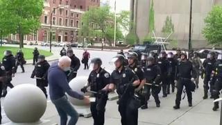 В США сняли обвинение с полицейских, которые применили силу в отношении пенсионера.