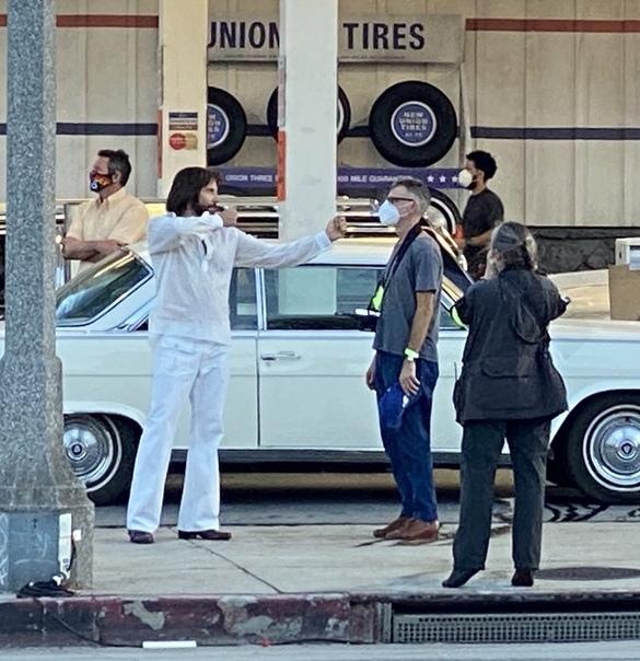 Брэдли Купер на съемках нового фильма Пола Томаса Андерсона Производство неназванного проекта почему-то уже стартовало, хотя говорили, что до 2021 этого ждать не стоит. К тому же, проскакивала