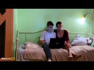 ПЕРЕУСТАНОВИЛ ВИНДУ - русское порно домашнее оргазм секс анал сквирт студентка юная тян страпон legs lesbians