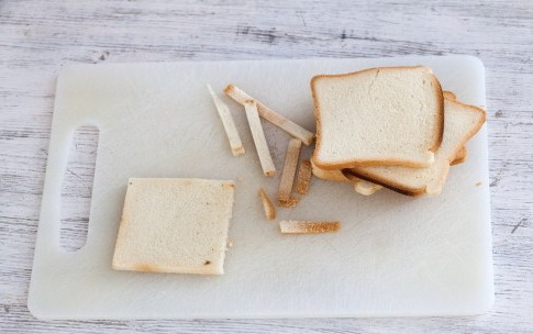 Рулетики из хлеба, бекона и сливочного сыра, изображение №2