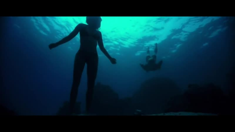 На гребне волны 2015 Агент ФБР плавает в океане с любовницей главаря грабителей
