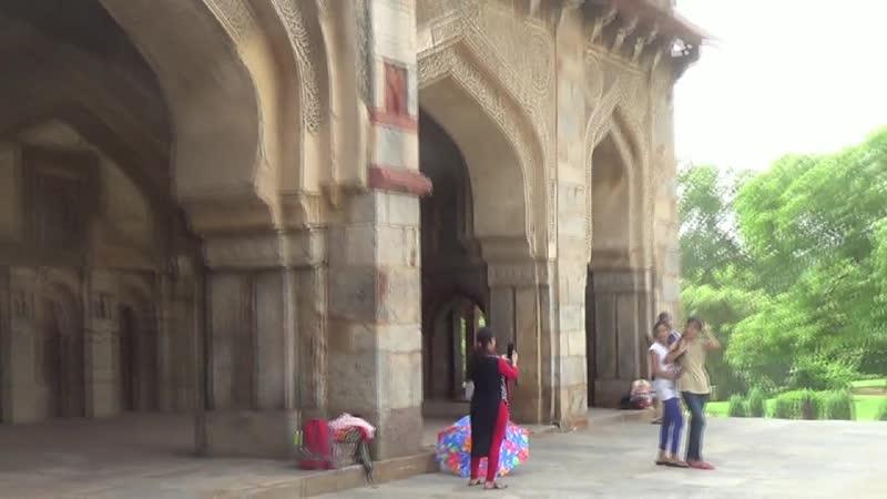 ИНДИЯ Джейра дворец махараджи наследники используют как музей и собирают плату а сами живут в Бомбее