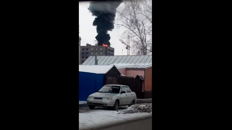 Саранск Юго запад Горит крыша строящегося дома