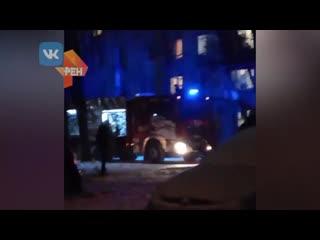 Родители выбросили из окна ребенка во время пожара в Петербурге